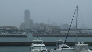 福岡タワーも見えない!