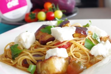 季節のパスタランチ 糸島ナス、純采プラーザトマト、糸島チーズTAKのモッツアレラ「シロネリ」のフェデリーニ