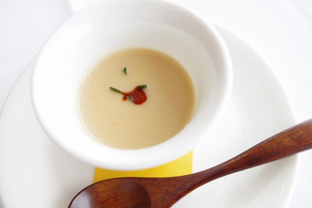 ムニュ ベルヴュ 小さなタルブ産アリコ・ココのなめらかなヴルーテ ソシソン・セックオイル風味
