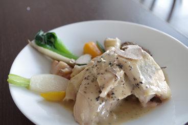 デクパージュ ムニュ クラシック はかた地鶏 トリュフを忍ばせヴェッシーにし糸島野菜と共に トリュフ、フォアグラ香るソースアルブフェラ添え