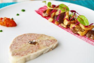 ムニュ デギュスタシオン(11品・秋) いきさんポーク フレッシュフォアグラとテリーヌに 地元野菜のマリネ添え