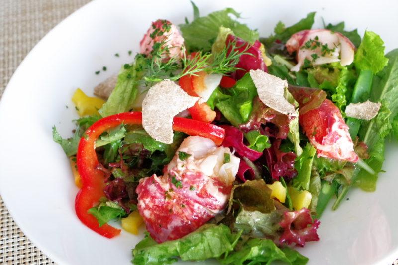 デグパージュ ムニュ クラシック[当店のシンボルメニュー] ブルターニュで水揚げされたオマール・ブルーのサラダ