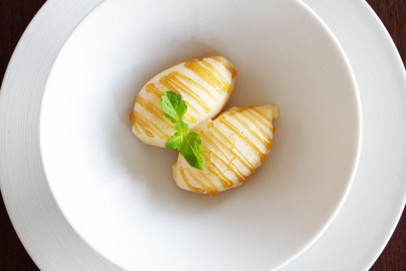 デグパージュ ムニュ クラシック タヒチ産ヴァニラの香り豊かなグラスにシャテーニュの蜂蜜を添えて