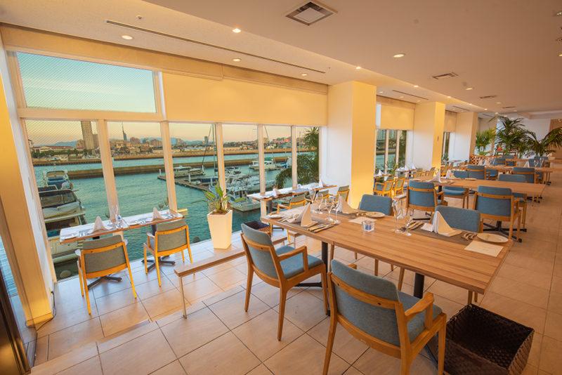 Menu Étoilé 【8/9~15限定メニュー】 レストランの目の前にはヨットハーバーの景色が広がります