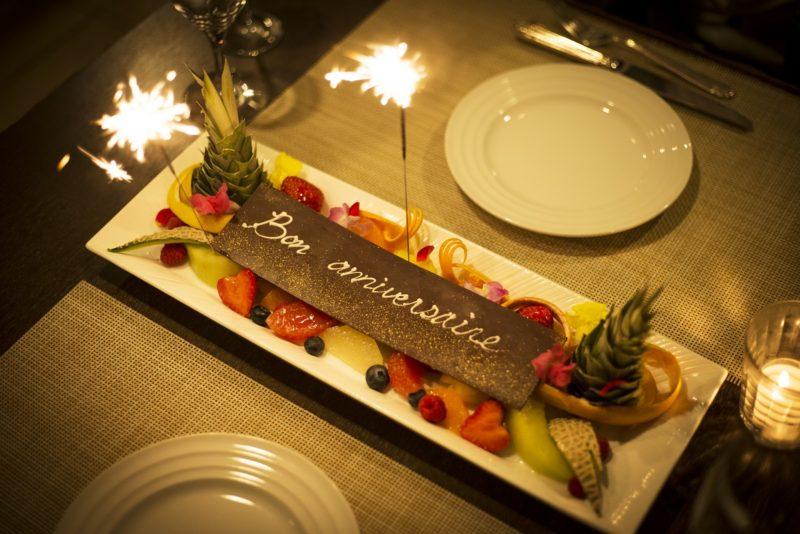 ボヌール(冬コース・全9品) 季節のフルーツの盛り合わせ 特製チョコレートプレートを添えて